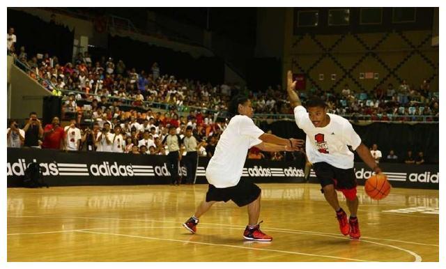 吴悠已经是业余篮球手中比较有战斗力的代表了