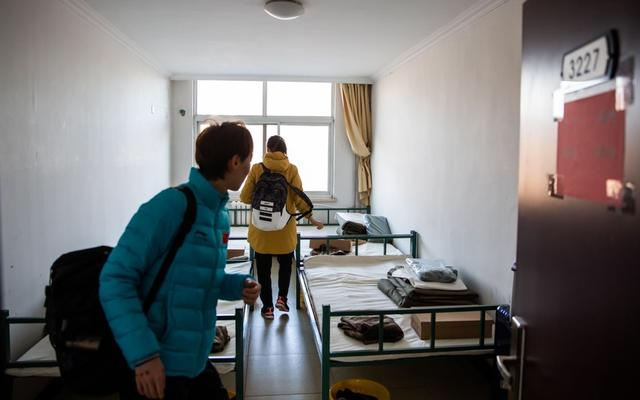 国乒队员抵达宿舍。新京报记者 李凯祥 摄