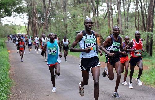 图说:肯尼亚首都内罗毕,非洲选手在当地的比赛中。
