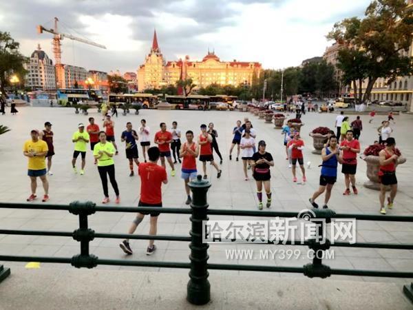 5人跑团6年带动5000人跑步 冰城
