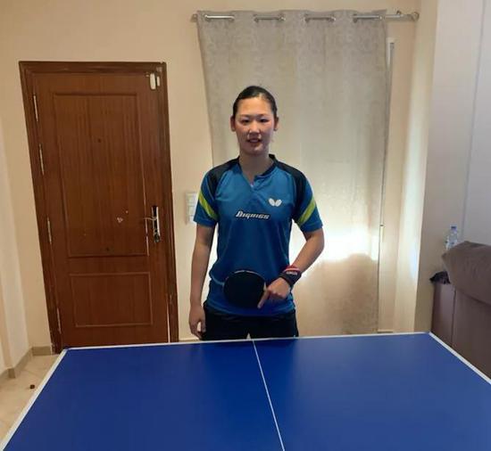 Maria XIAO借住在一个有球台的朋友家里