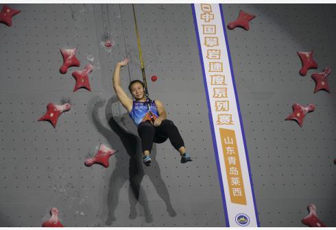 海拔2800米!邓丽娟打破女子速度攀岩全国纪录