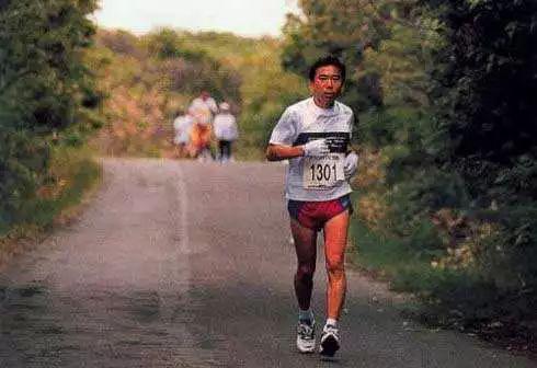 事作家也是跑者 村上春树72岁生日快乐