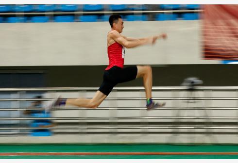 清华学生险破全国纪录 三级跳远多人跳出世界水平