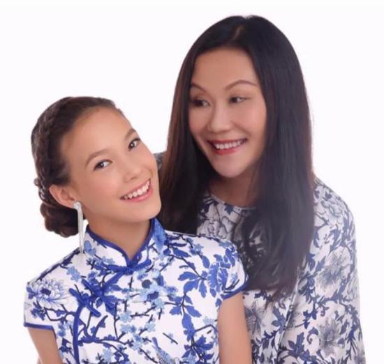 """谷愛凌和媽媽拍攝""""中國風""""照片。"""