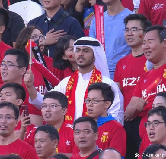 阿联酋球迷也支持国足。