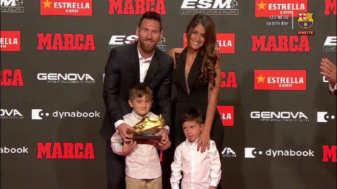梅西领取第6座欧洲金靴奖