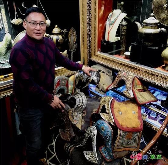 """旦争达杰收藏马具达300件,被收藏界尊称为""""马王"""""""
