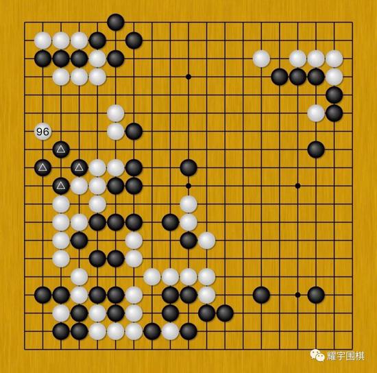 图12:经过数回合的战斗后,我终于如愿可以腾出手来攻杀黑左边四子。
