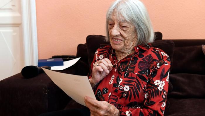 她是百岁奥运冠军:躲过纳粹屠杀 十登奥运领奖台