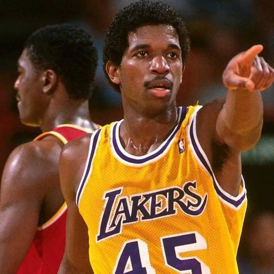 NBA第一处男!禁欲39年,只缺席3场比赛