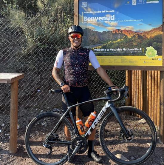 卡纳瓦罗离职后度假散心 长途骑行心情颇佳|图