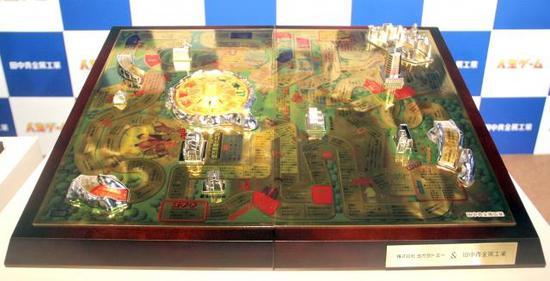 一般人玩不起 1.5亿日元纯金桌上人生游戏棋亮相