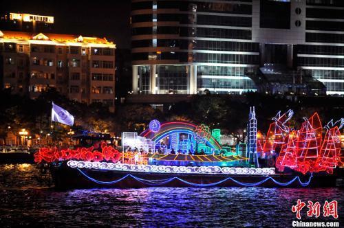 广州第十六届亚运会开幕式启动珠江巡游