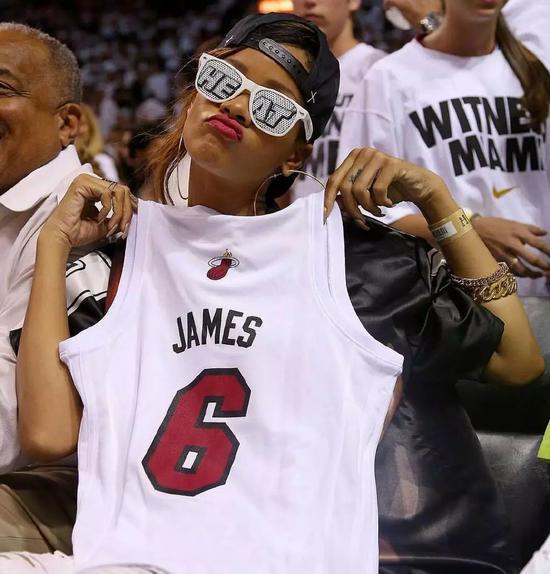 杜兰特:她根本不喜欢篮球,她只喜欢詹姆斯!