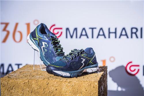 现场展示的361°国际线专业跑鞋SPIRE 2