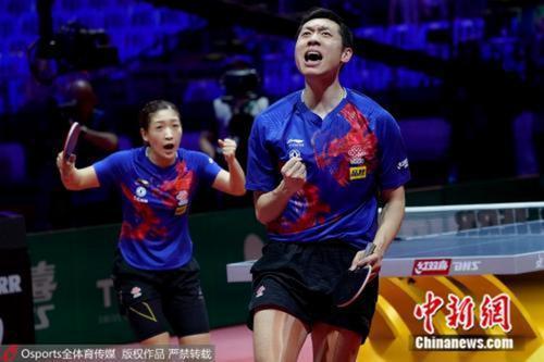 许昕、刘诗雯祝贺胜利