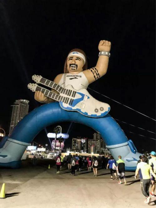 图说:在美国拉斯维添斯举走的摇滚马拉松。