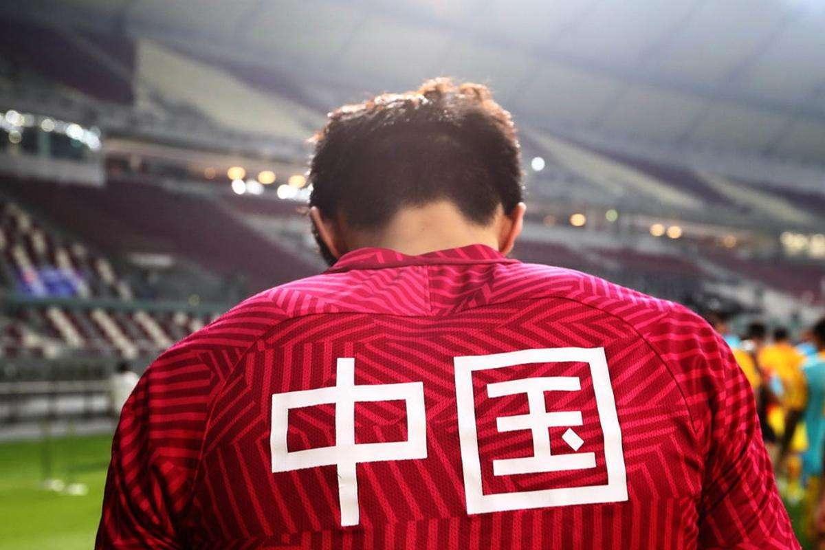 中国足球,千斤重担。