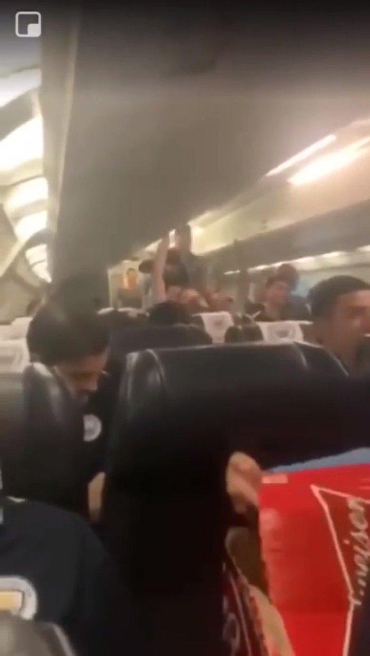 视频-曝曼城球员夺冠后唱争议歌曲 讽刺希尔斯堡惨案