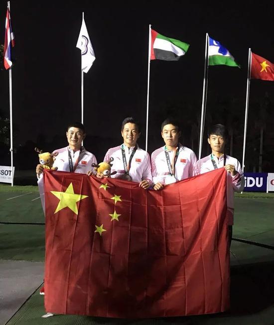 亚运会中国男队 右二为金诚