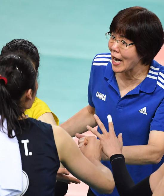 美国女排光速排球再显威 中国女排绝对不会白输