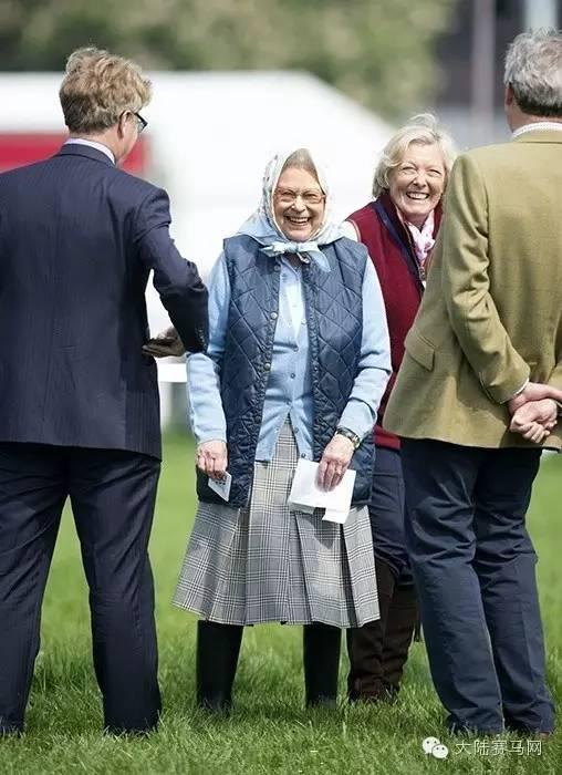 英国女王对赛马极其喜爱