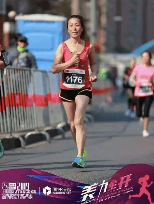 60岁大姐月跑量850公里 她的腿还好吗?
