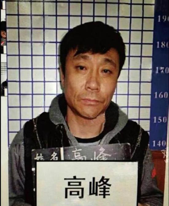 高峰曾在2015年因打人被警方拘留。