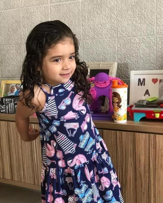 坦达拉在社交媒体上分享女儿的可爱照片