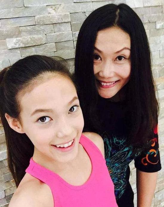 谷愛凌和媽媽。