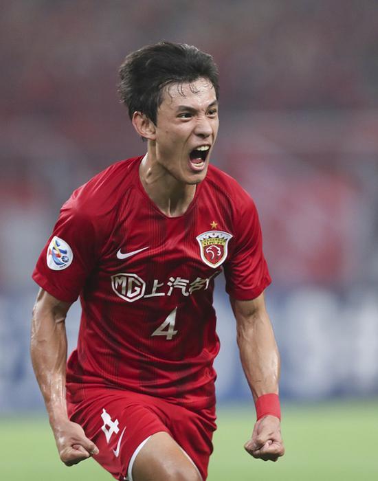 王燊超庆祝进球。