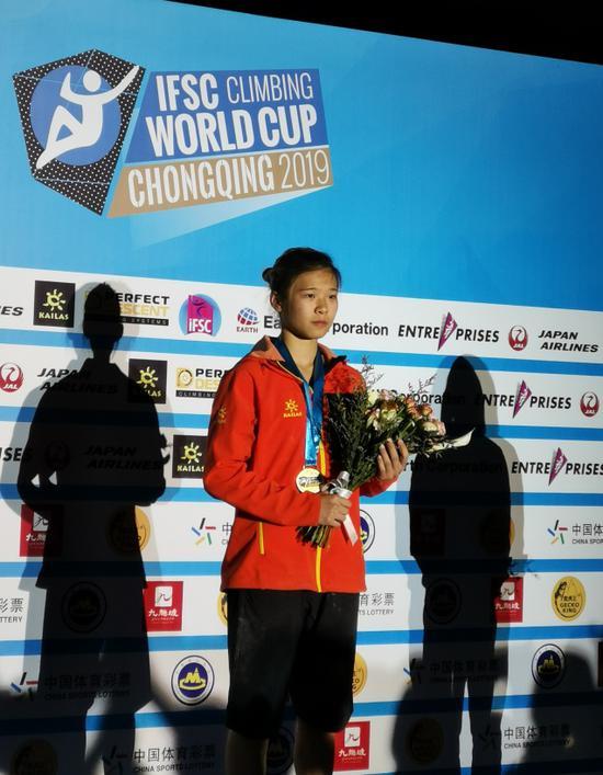 宋懿龄刷新速度攀岩纪录 夺九龙坡站女子冠军