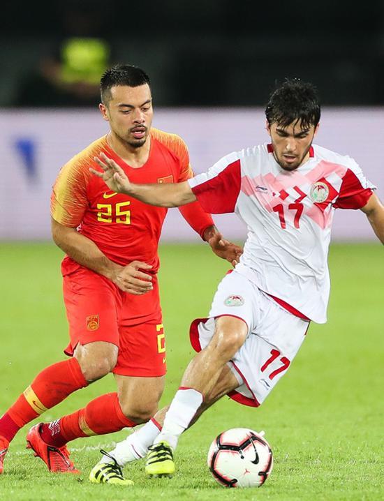 歸化球員李可(左)在比賽中。