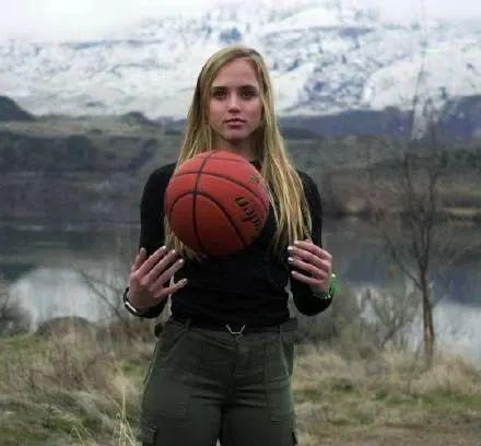 爱了爱了!美国晴子能打能扛!不愧是篮球小姐