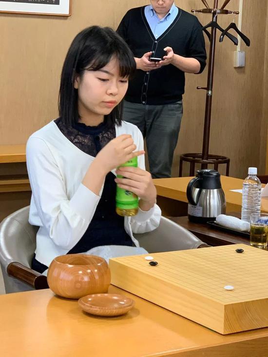 上野爱咲美三连胜藤泽里菜 首夺女流本因坊