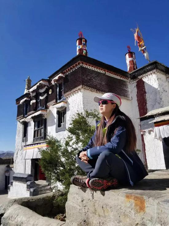 在日喀则市的扎什伦布寺参不益看。