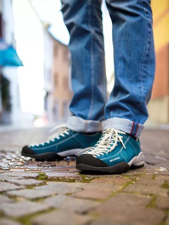 """SCARPA经典产品""""莫吉托""""Mojito鞋,如同它的名字Mojito相通,亲炎、奔放、多姿多彩。该鞋能够随便调节松紧,让鞋和脚面亲昵接触。Mojito系列鞋一向于矮调处见原创性,最能表现户外人的平时生活。"""