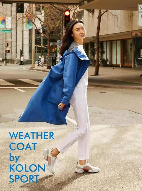 KOLON SPORT的WEATHER COAT(女士长款夹克),采用了科技风阻面料,防风保暖;复古军旅风的设计,添之工装3D剪裁,简洁爽利,适用于商务、息闲多类型场景。
