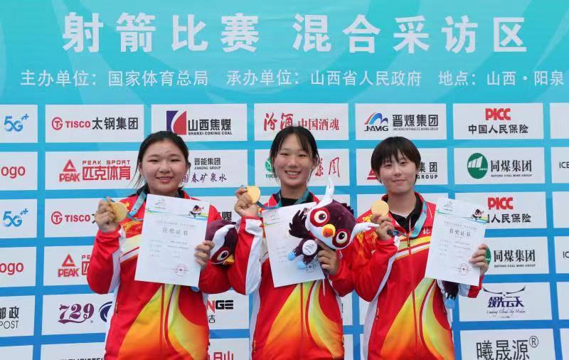 三位北京小姑娘登上冠軍領獎臺。北京市體育局供圖