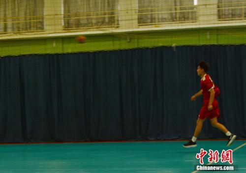 北京手球隊隊員正在訓練。邢蕊 攝