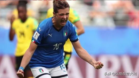 吉雷利是意大利男女足世界杯史上第4个单场戴帽球员。