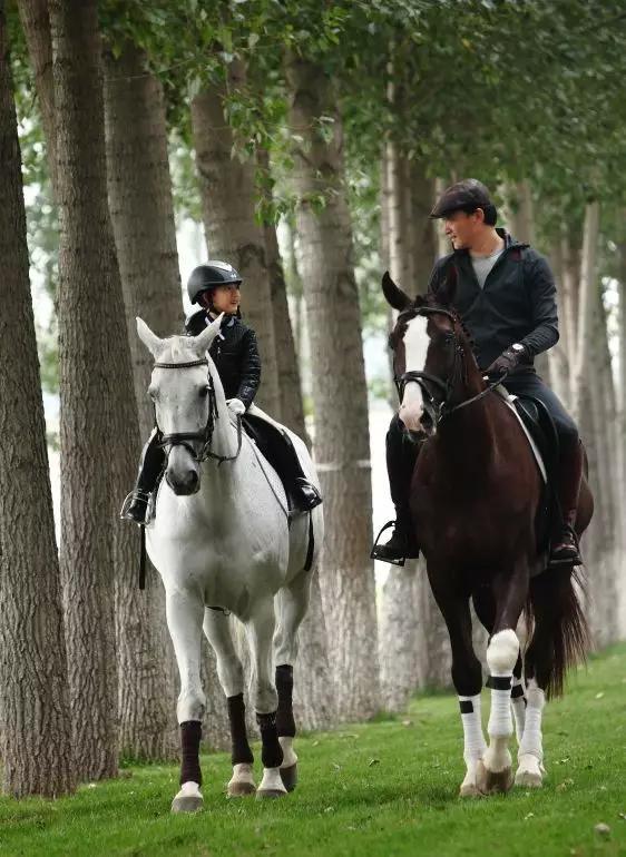 李沐霏骑马