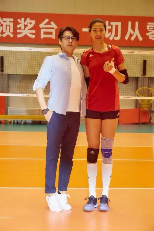中国女排亚运会前最后一练 陈可辛靳东造访助威