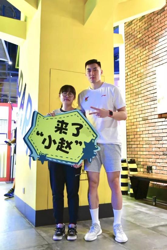 青岛国信双星男篮引爆岛城初秋篮球浪潮!