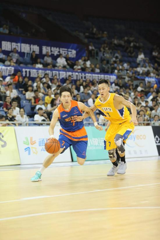 郑祺龙:清华学霸很多但圈子篮球里我是学霸视频男胸埋图片