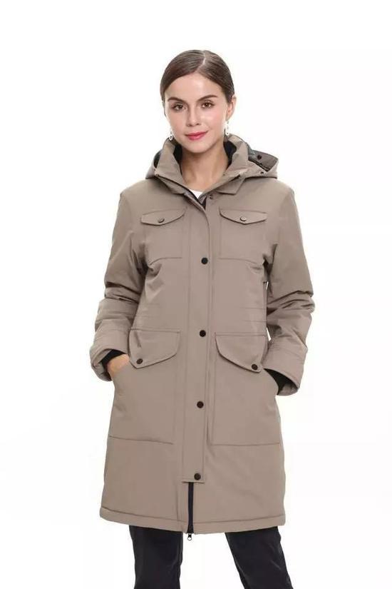 考究的用料及剪裁,让穿着者无惧多变天气;简约的设计,彰显出高端商务精英人士运筹帷幄的品质。