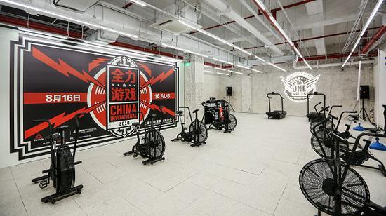 地下一层进驻 CrossFit Box 健身房融合零售与健身体验于一体