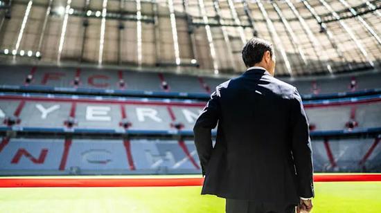 科瓦奇的背影下,是普通教练的悲怆。