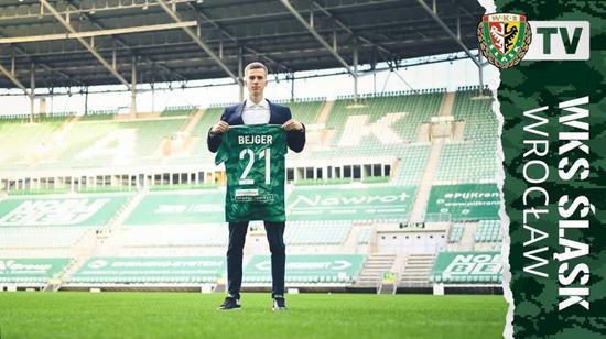 曼联官方:小将贝格转会加盟波兰俱乐部斯拉斯克